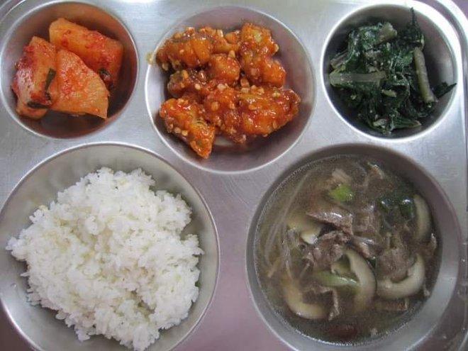 Những suất cơm canteen của học sinh Hàn Quốc: Giá thành rẻ, nhìn đơn giản nhưng chế độ dinh dưỡng hàng top thế giới - ảnh 4