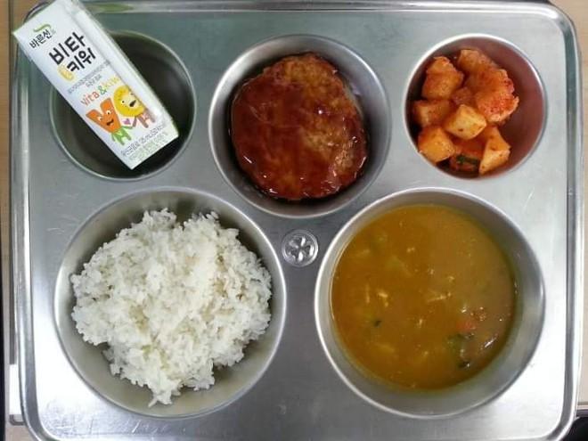 Những suất cơm canteen của học sinh Hàn Quốc: Giá thành rẻ, nhìn đơn giản nhưng chế độ dinh dưỡng hàng top thế giới - ảnh 6