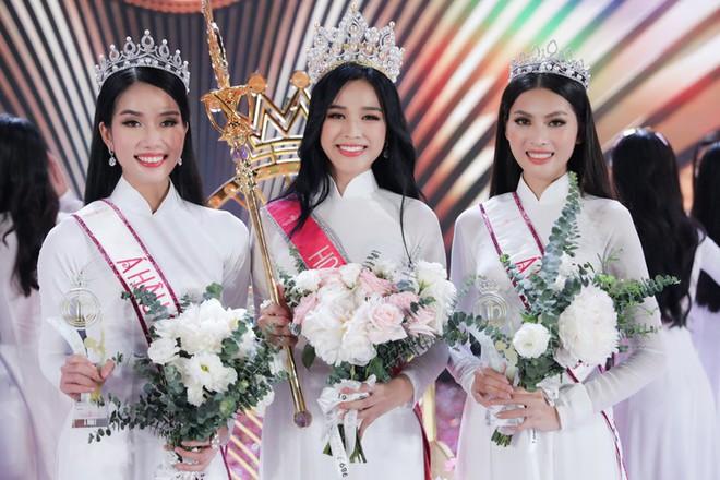 Clip hiếm hoi Hoa hậu Việt Nam và 2 Á hậu đọ sắc cùng khung hình qua camera thường: Dáng đi như catwalk và ngũ quan ngoài đời gây chú ý - ảnh 5