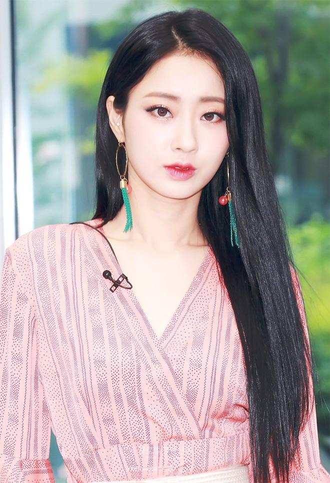 Khuyết điểm mắt không dìm nổi nhan sắc 6 idol này: V (BTS) đúng là gương mặt đẹp nhất thế giới, Yoona nổi là có lý do! - Ảnh 12.