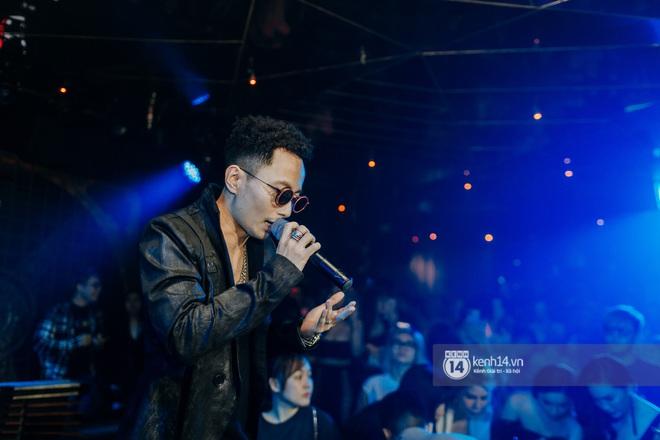 R.Tee trói thầy Binz khi trình diễn Bigcityboi trên sân khấu, nguyên team SpaceSpeakers quẩy hết mình trong show từ thiện tại TP.HCM - ảnh 8