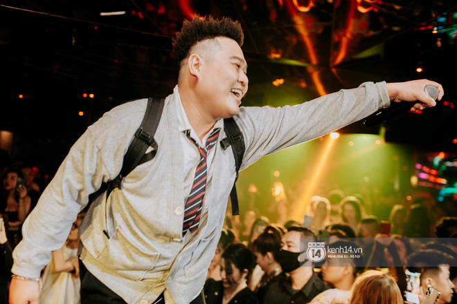 R.Tee trói thầy Binz khi trình diễn Bigcityboi trên sân khấu, nguyên team SpaceSpeakers quẩy hết mình trong show từ thiện tại TP.HCM - ảnh 14