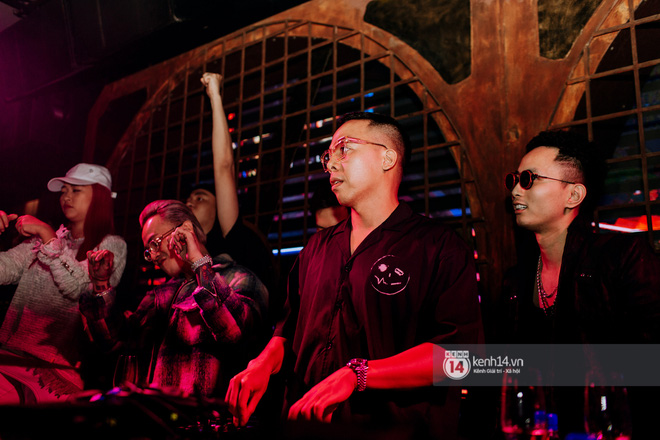 R.Tee trói thầy Binz khi trình diễn Bigcityboi trên sân khấu, nguyên team SpaceSpeakers quẩy hết mình trong show từ thiện tại TP.HCM - ảnh 9