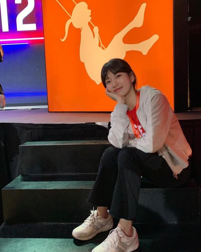 Không xem Start-Up thì chị em cũng nên ghim 4 kiểu giày đế thấp Suzy diện trong phim để nâng cấp style toàn tập - ảnh 5