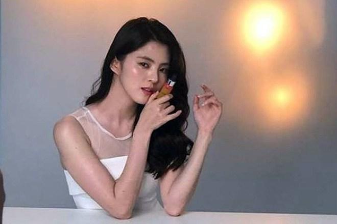 Dàn tuyệt sắc mỹ nhân Kbiz ngoài đời: Han Ga In, Jeon Ji Hyun cũng phải chịu thua chị đại vạn người... sợ Kim Hye Soo! - ảnh 28