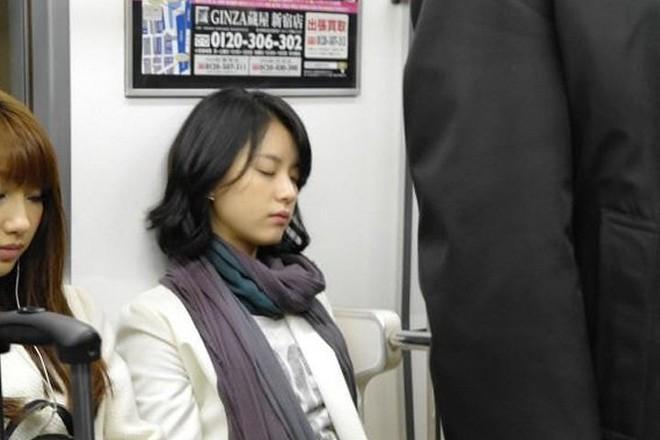 Dàn tuyệt sắc mỹ nhân Kbiz ngoài đời: Han Ga In, Jeon Ji Hyun cũng phải chịu thua chị đại vạn người... sợ Kim Hye Soo! - ảnh 12