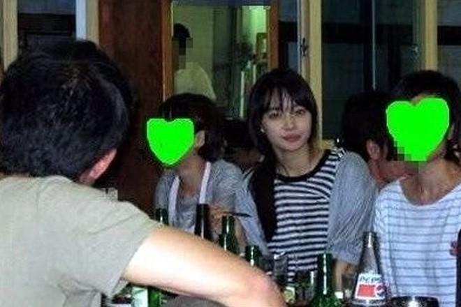 Dàn tuyệt sắc mỹ nhân Kbiz ngoài đời: Han Ga In, Jeon Ji Hyun cũng phải chịu thua chị đại vạn người... sợ Kim Hye Soo! - ảnh 2