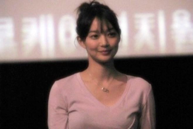 Dàn tuyệt sắc mỹ nhân Kbiz ngoài đời: Han Ga In, Jeon Ji Hyun cũng phải chịu thua chị đại vạn người... sợ Kim Hye Soo! - ảnh 4