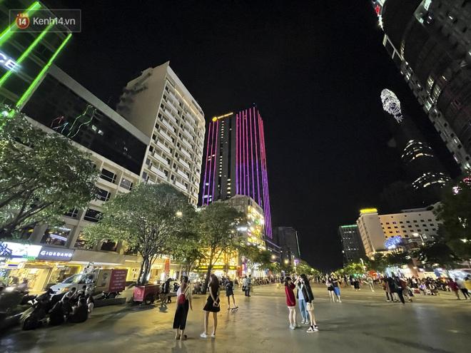 Ngắm Sài Gòn về đêm qua ống kính iPhone 12 Pro Max - Ảnh 11.