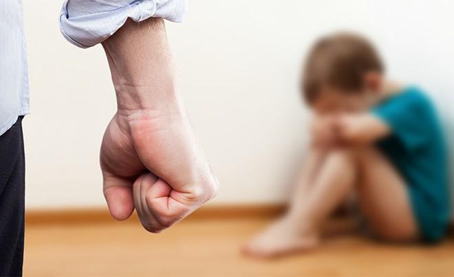 Người mẹ đánh con 3 tuổi chấn thương sọ não khai gì tại cơ quan công an? - ảnh 1