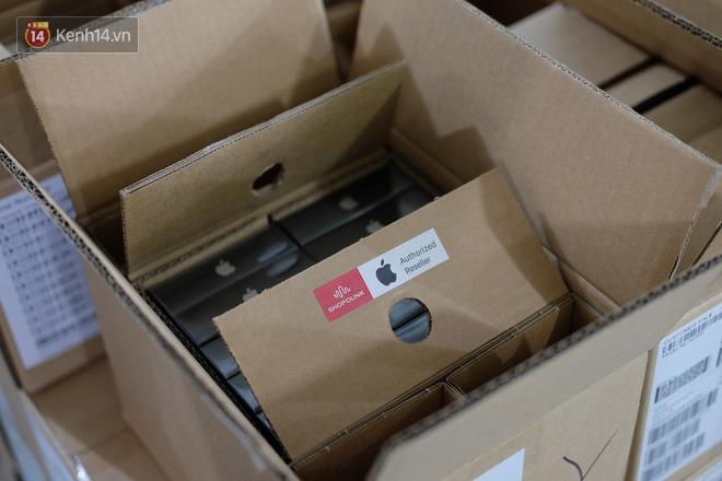 Nóng: Cận cảnh kho hàng iPhone 12 chính hãng khổng lồ trước giờ G mở bán - ảnh 4