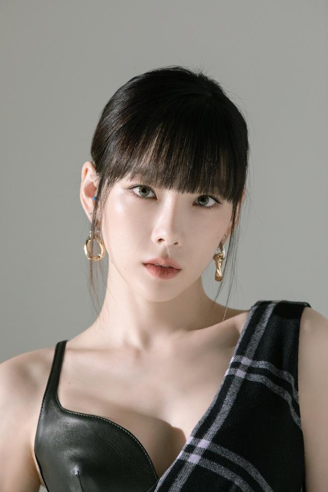 Taeyeon một mình đánh chiếm hai tạp chí với hình ảnh quyến rũ chết người - ảnh 5