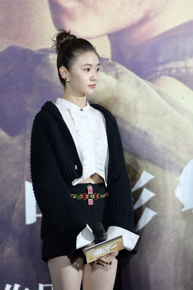 Mỹ nhân khuấy đảo Weibo hôm nay: Mới tròn 20, tuổi nghề non choẹt nhưng tại sao báo chí, fanpage khắp nơi thi nhau đưa tin? - Ảnh 3.