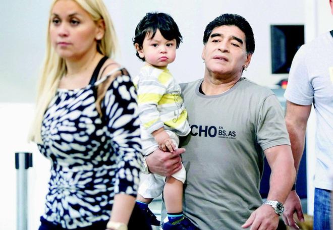 Cuộc chiến phân chia tài sản rắc rối giữa 11 người con Maradona - ảnh 2