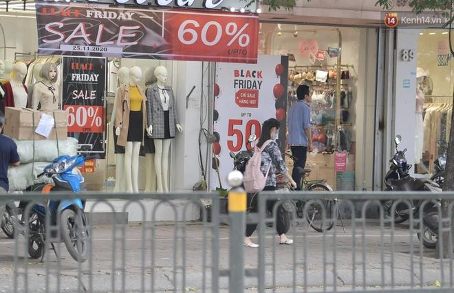 Ảnh: Phố mua sắm ở Hà Nội vắng như chùa Bà Đanh dù vào giờ nghỉ trưa ngày Black Friday - ảnh 5