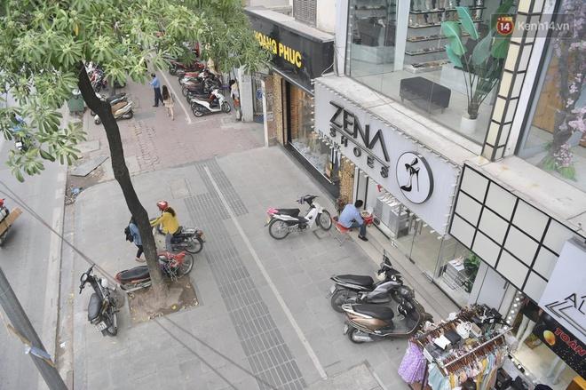 Ảnh: Phố mua sắm ở Hà Nội vắng như chùa Bà Đanh dù vào giờ nghỉ trưa ngày Black Friday - ảnh 3