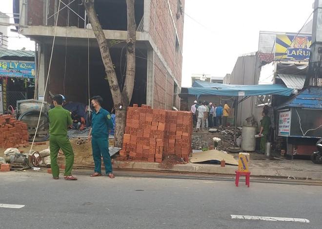 Một công nhân tử vong khi đang xây nhà, người dân lập thùng quyên góp để giúp đỡ - ảnh 1