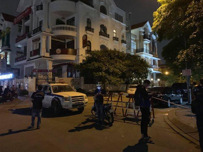 Nóng: Phát hiện thi thể không nguyên vẹn trong vali tại căn hộ ở khu dân cư Him Lam - ảnh 1
