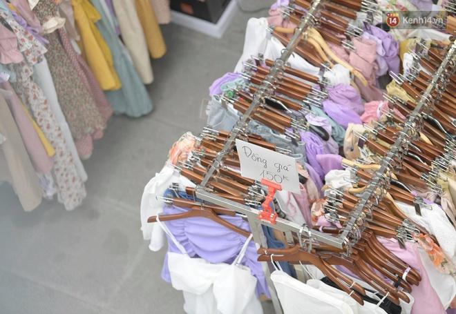 Ảnh: Phố mua sắm ở Hà Nội vắng như chùa Bà Đanh dù vào giờ nghỉ trưa ngày Black Friday - ảnh 8