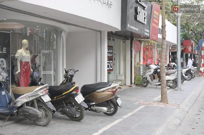 Ảnh: Phố mua sắm ở Hà Nội vắng như chùa Bà Đanh dù vào giờ nghỉ trưa ngày Black Friday - ảnh 15