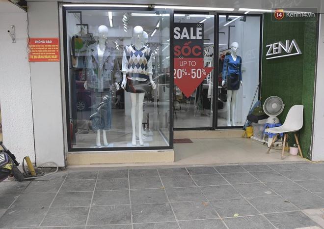 Ảnh: Phố mua sắm ở Hà Nội vắng như chùa Bà Đanh dù vào giờ nghỉ trưa ngày Black Friday - ảnh 18