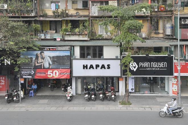 Ảnh: Phố mua sắm ở Hà Nội vắng như chùa Bà Đanh dù vào giờ nghỉ trưa ngày Black Friday - ảnh 19