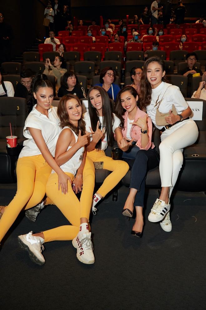 9 thí sinh Hoa hậu, Á hậu hoá SNSD trong buổi công chiếu show thực tế Vietnam Why Not - ảnh 3