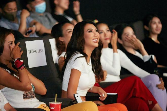 9 thí sinh Hoa hậu, Á hậu hoá SNSD trong buổi công chiếu show thực tế Vietnam Why Not - ảnh 6