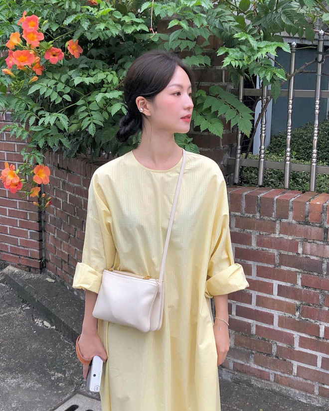 4 kiểu váy oversized mặc siêu xinh, giấu dáng cực khéo nên đang được hội gái Hàn chăm chỉ lăng xê - ảnh 4
