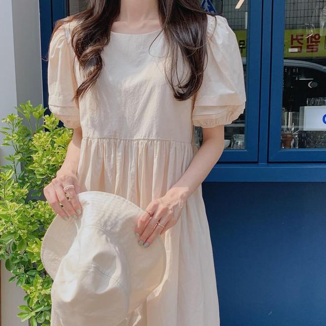 4 kiểu váy oversized mặc siêu xinh, giấu dáng cực khéo nên đang được hội gái Hàn chăm chỉ lăng xê - ảnh 9