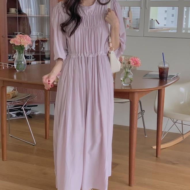 4 kiểu váy oversized mặc siêu xinh, giấu dáng cực khéo nên đang được hội gái Hàn chăm chỉ lăng xê - ảnh 6