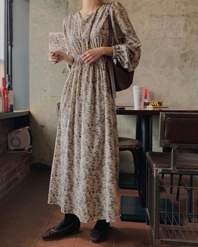 4 kiểu váy oversized mặc siêu xinh, giấu dáng cực khéo nên đang được hội gái Hàn chăm chỉ lăng xê - ảnh 5