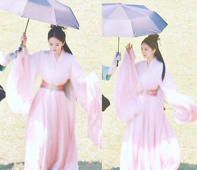 Angela Baby bị tố mượn trang phục của Dương Mịch, bất ngờ là khán giả bênh vực hết cỡ - ảnh 3