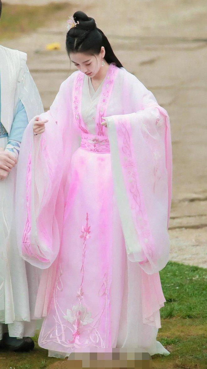 Angela Baby bị tố mượn trang phục của Dương Mịch, bất ngờ là khán giả bênh vực hết cỡ - ảnh 6