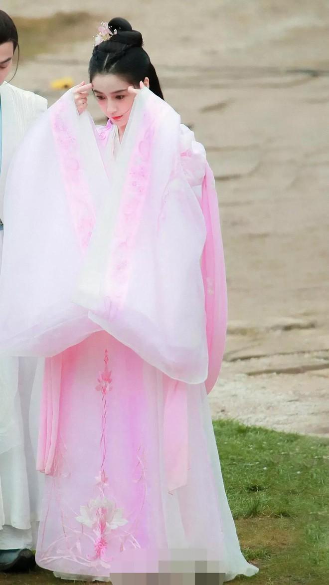 Angela Baby bị tố mượn trang phục của Dương Mịch, bất ngờ là khán giả bênh vực hết cỡ - ảnh 4