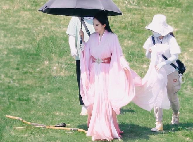 Angela Baby bị tố mượn trang phục của Dương Mịch, bất ngờ là khán giả bênh vực hết cỡ - ảnh 12