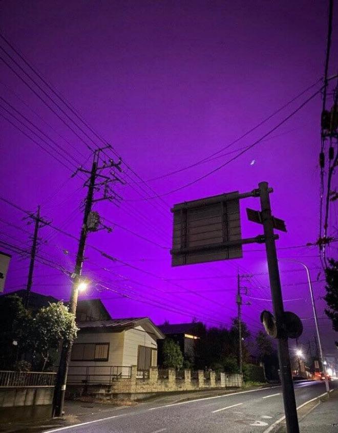 Nhật Bản: Bầu trời bỗng chuyển màu tím như phim kinh dị khiến nhiều người hoang mang, nhưng khi biết nguyên nhân ai nấy đều ngã ngửa - ảnh 4