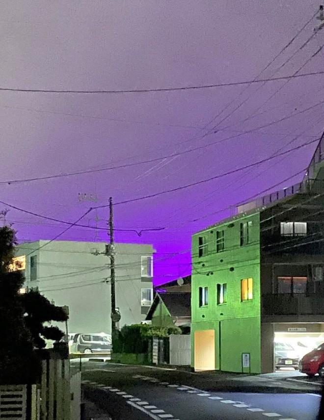 Nhật Bản: Bầu trời bỗng chuyển màu tím như phim kinh dị khiến nhiều người hoang mang, nhưng khi biết nguyên nhân ai nấy đều ngã ngửa - ảnh 6