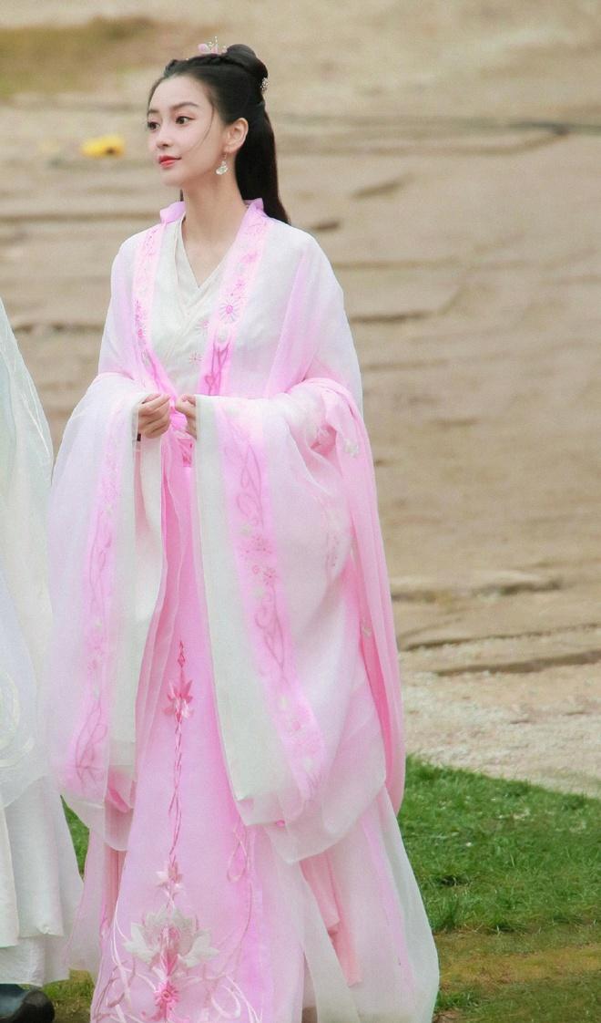 Angela Baby bị tố mượn trang phục của Dương Mịch, bất ngờ là khán giả bênh vực hết cỡ - ảnh 5