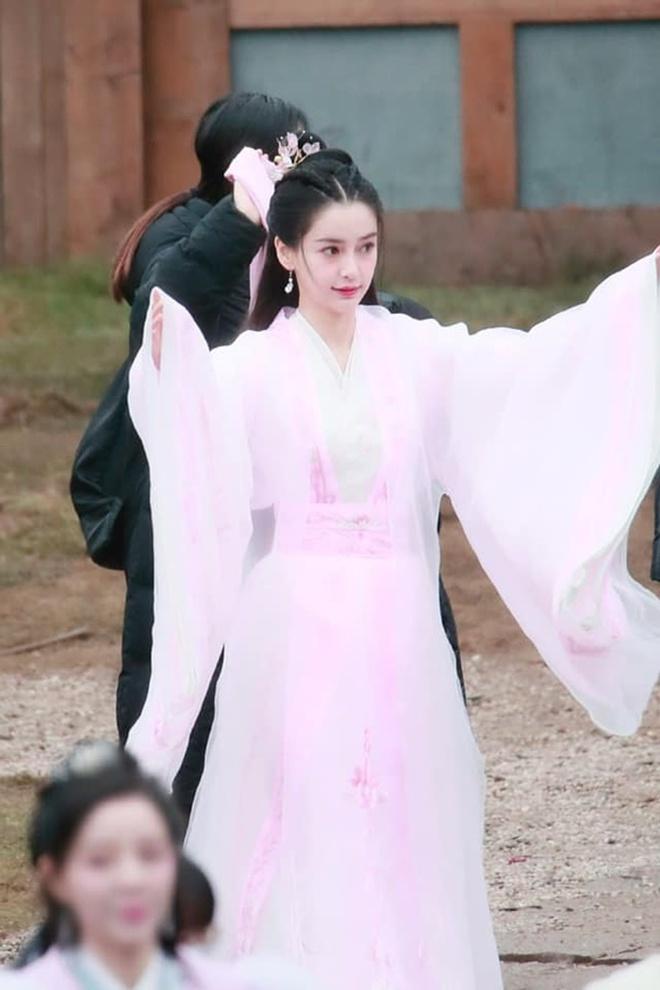 Angela Baby bị tố mượn trang phục của Dương Mịch, bất ngờ là khán giả bênh vực hết cỡ - ảnh 10