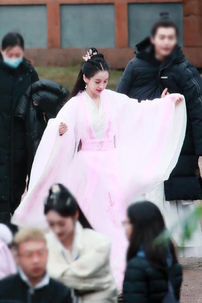 Angela Baby bị tố mượn trang phục của Dương Mịch, bất ngờ là khán giả bênh vực hết cỡ - ảnh 9
