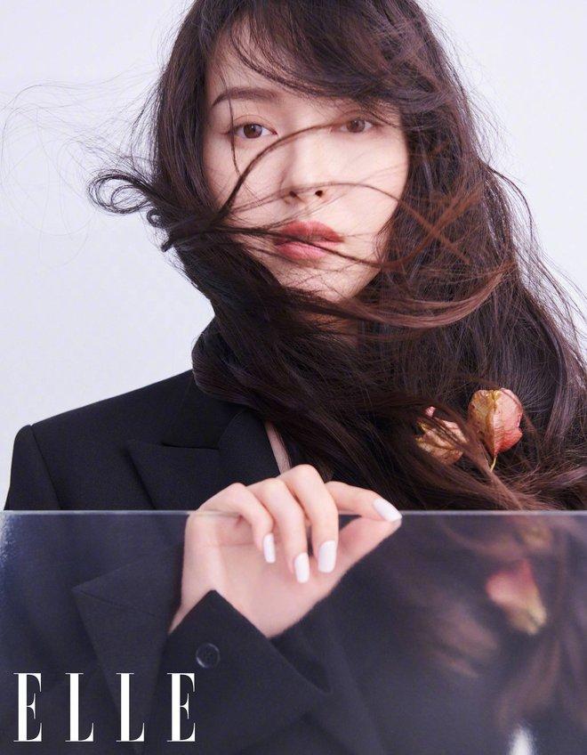 """Fan Lisa - Đường Yên đại chiến: Tranh cãi việc búp bê Thái """"cướp ngôi"""" của đàn chị trên tạp chí thời trang? - Ảnh 2."""