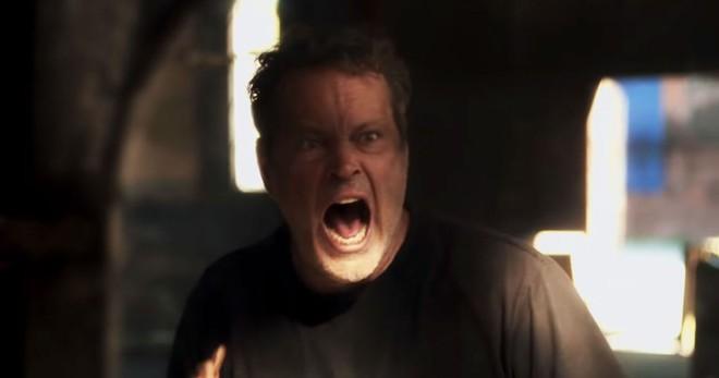Phim kinh dị Quái Đản: Vừa cười vừa sợ vì vụ đổi xác trớ trêu, ông chú U50 lấn át mỹ nữ sát nhân nhờ màn khóa môi trai trẻ - ảnh 6