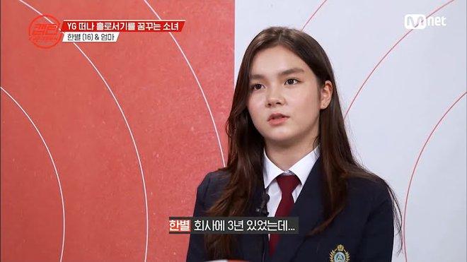 Trainee con lai 14 tuổi của YG tưởng chắc suất debut làm em gái BLACKPINK, ai ngờ phải rời công ty sau 3 năm vì không được trọng dụng? - Ảnh 1.