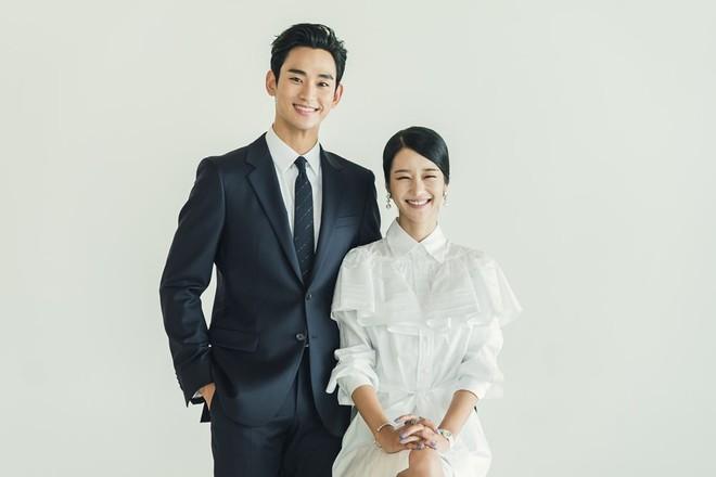 Kim Soo Hyun - Seo Ye Ji xúng xính như cô dâu chú rể lên nhận giải AAA 2020 - ảnh 5