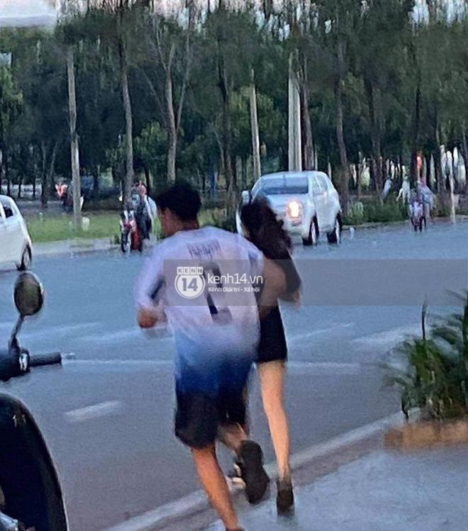 HOT: Xôn xao hình ảnh con trai út tỷ phú Johnathan Hạnh Nguyễn cùng bạn gái chạy bộ cuối tuần - Ảnh 1.