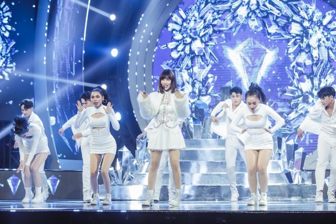 Vũ Cát Tường dẫn lối khán giả qua các hành tinh, Min suýt hoá nữ rocker, Thiều Bảo Trâm tiết lộ tung MV mới tại V Heartbeat tháng 11 - Ảnh 17.