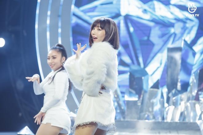 Vũ Cát Tường dẫn lối khán giả qua các hành tinh, Min suýt hoá nữ rocker, Thiều Bảo Trâm tiết lộ tung MV mới tại V Heartbeat tháng 11 - Ảnh 18.