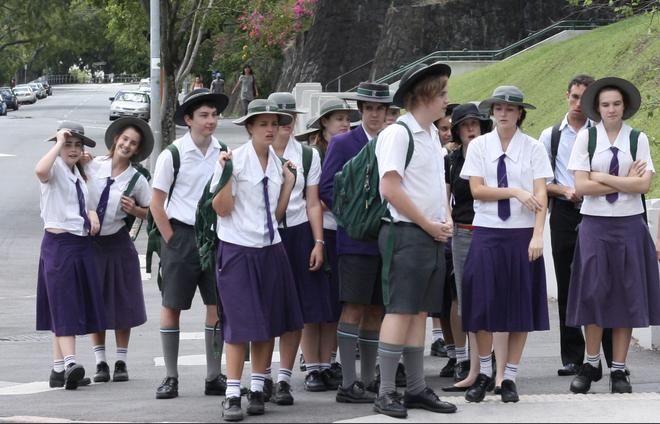 Nhìn qua đồng phục đến trường của học sinh ở các quốc gia trên thế giới, ẩn sau mỗi thiết kế đôi khi là những lý do riêng đặc biệt - ảnh 2
