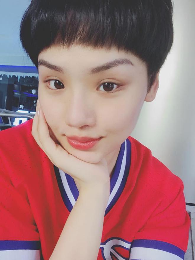 Không cái dại nào như cái dại cắt mái ẩu: Hương Giang, Đông Nhi,... cùng loạt sao nữ tự huỷ nhan sắc nhờ tóc mái phản chủ - ảnh 10
